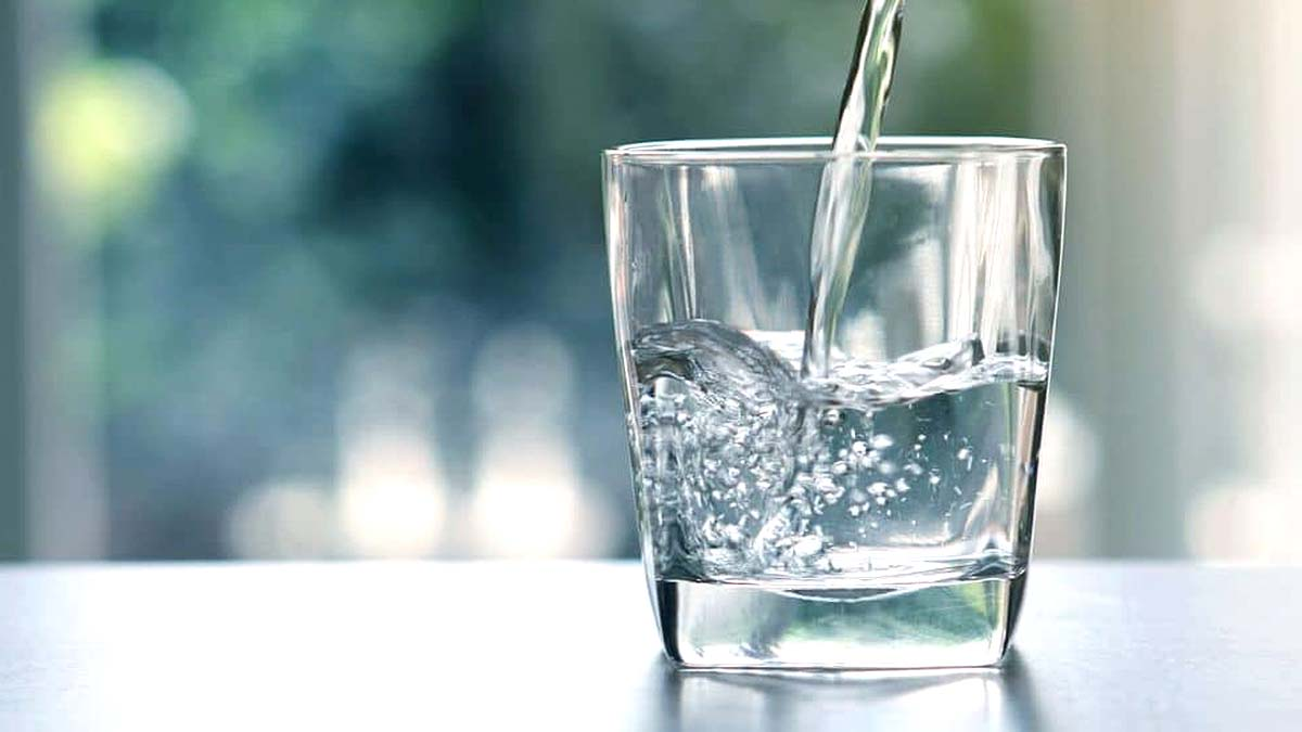 7 Amazing Benefits of Drinking Hot Water